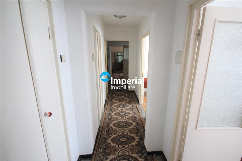 Apartament cu 3 camere de vanzare in zona Podu Ros
