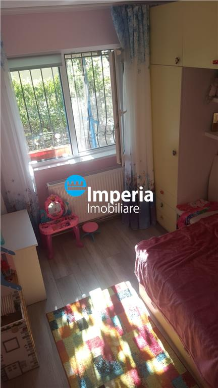 Apartament 3 camere, semidecomandat, Alexandru Cel Bun