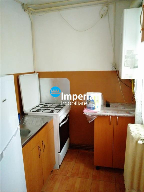 Apartament 3 camere, nedecomandat, de inchiriat, Alexandru cel Bun