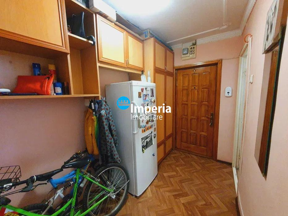 Apartament 1 Cam de vanzare, zona Tatarasi 2 Baieti