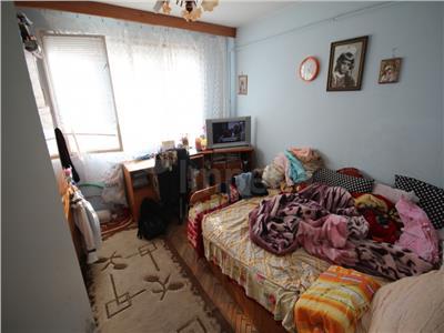 Apartament cu 2 camere de vanzare in zona Podu Ros