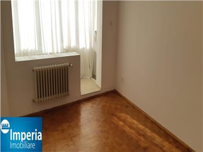 Tatarasi Dispecer apartament cu trei camere decomandat