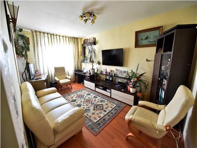 Apartament cu 3 camere, decomandat, de vanzare, in zona Dacia