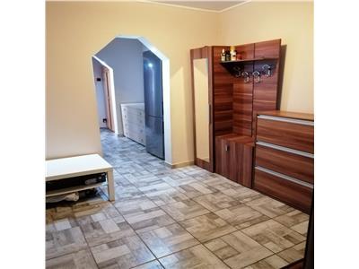 Apartament cu 3 camere, decomandat, de vanzare, etaj 1  zona Galata