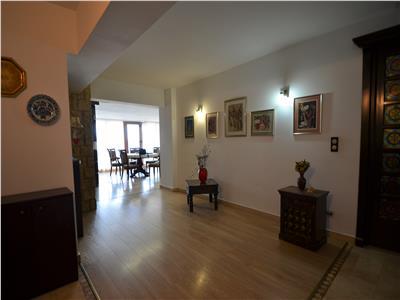inchiriez apartament 4 camere, decomandat, in zona centru - bl stefan cel mare Iasi