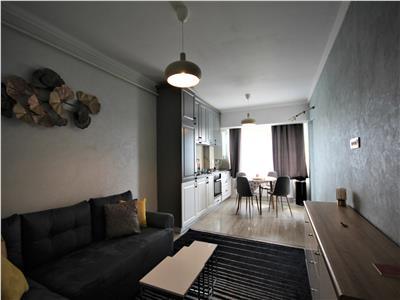 Inchiriez apartament 2 camere, open space, zona Podul de fier - Complex Roua