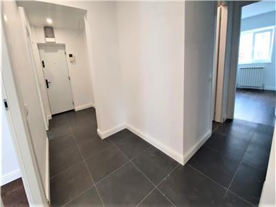 Apartament de vanzare 4CD in Podu Ros, 2 bai, din '93, RENOVAT