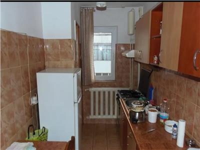 Apartament 3 camere, semidecomandat, de vanzare, Dacia