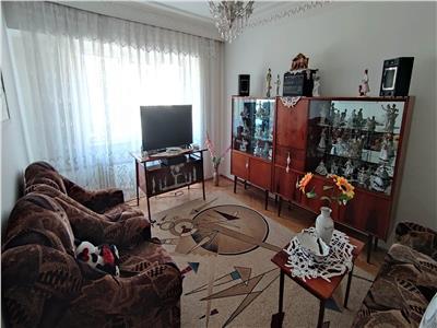 apartament 3 camere, decomandat , de vanzare, zona dacia Iasi
