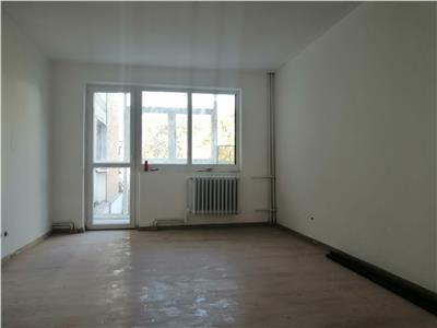 tudor vladimirescu - iulius mall, apartament 3 camere decomandat circular, de vanzare! Iasi